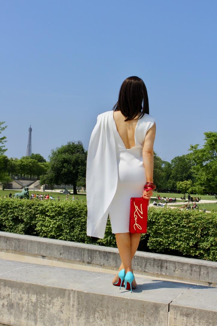 robe blanche détails rouge