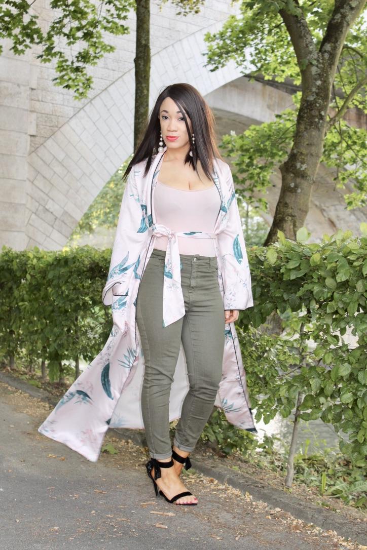 comment porter le maxi kimono en satin