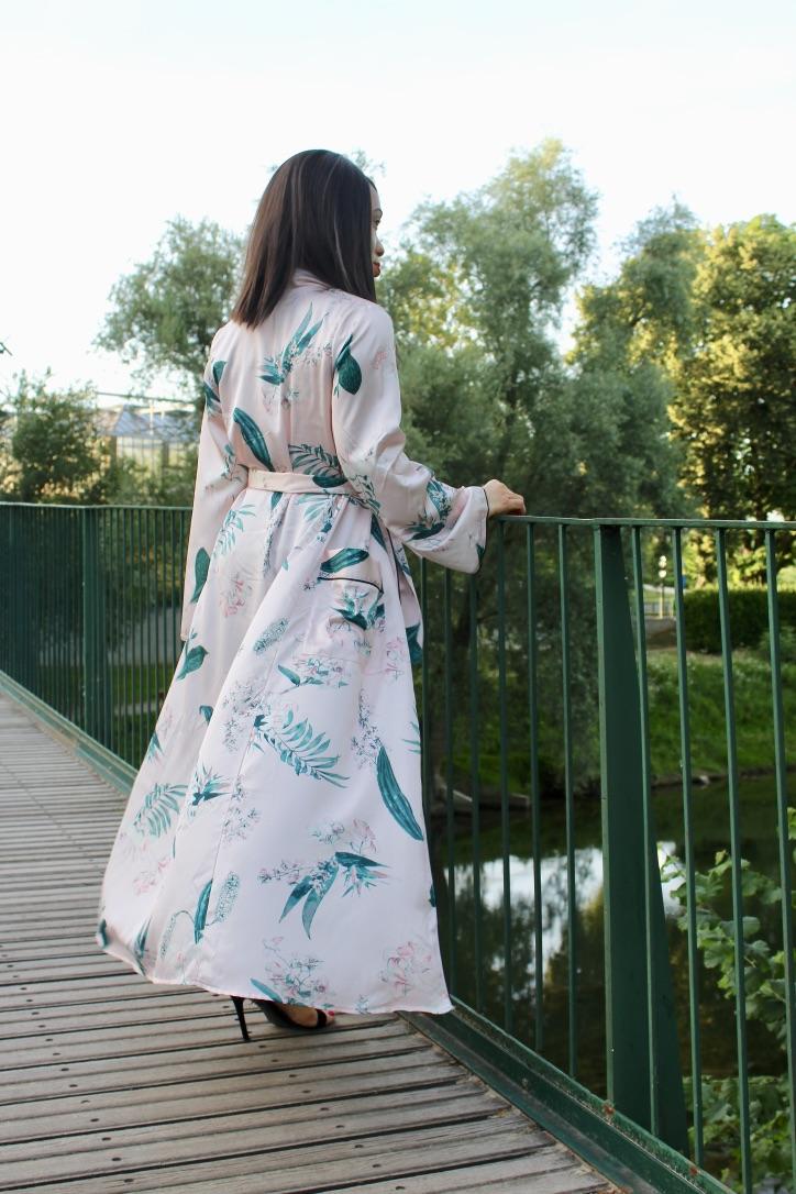 kimono rose satiné prettylittlething