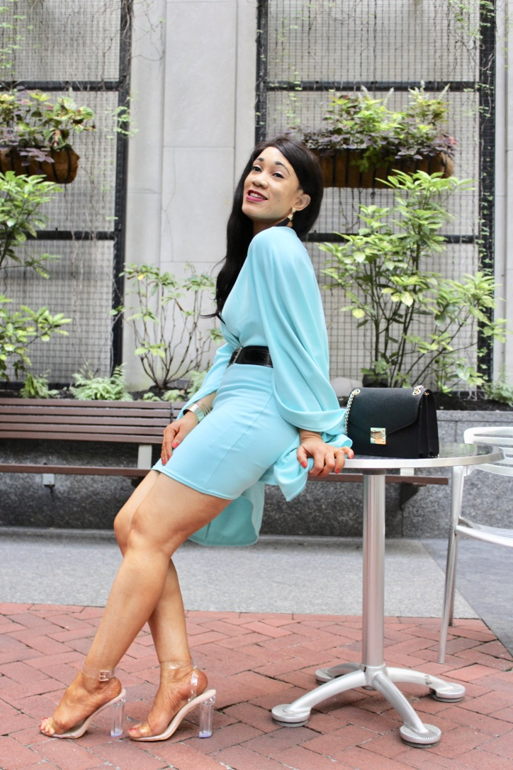 robe turquoise effet cape