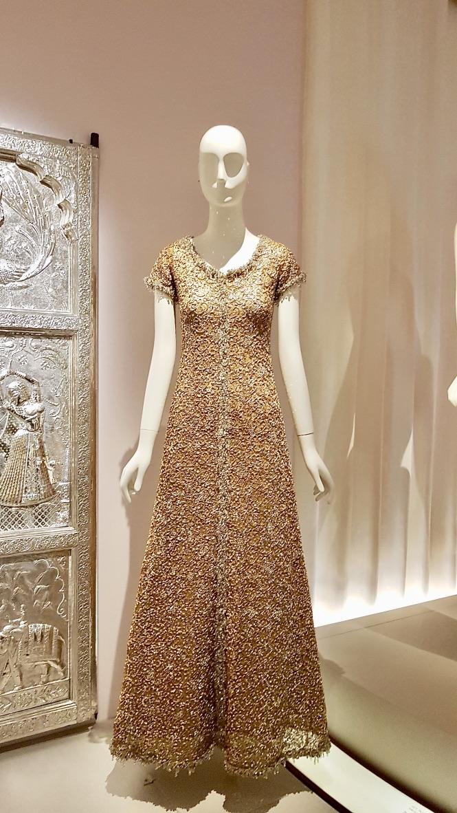 robe dorée musée yves saint laurent