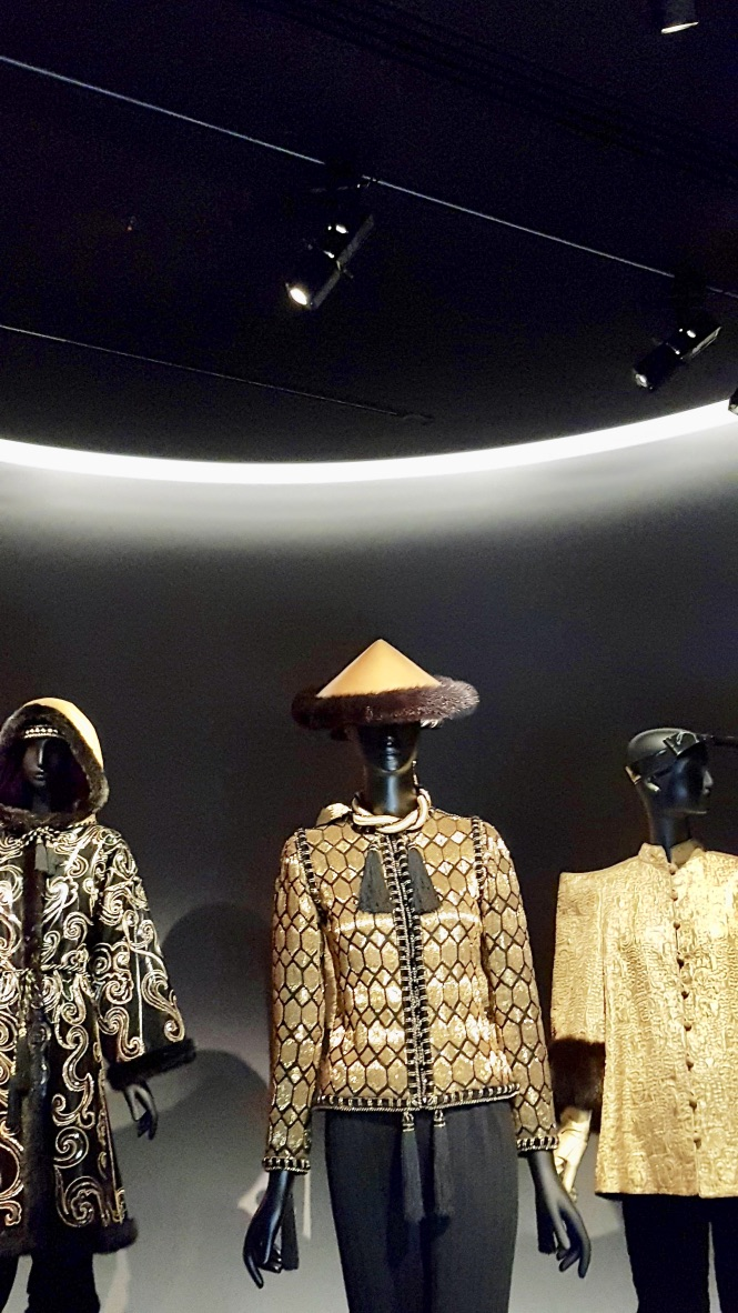 veste dorée musée yves saint laurent
