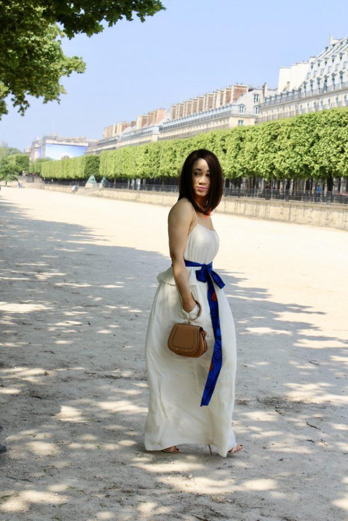 look simple en robe blanche