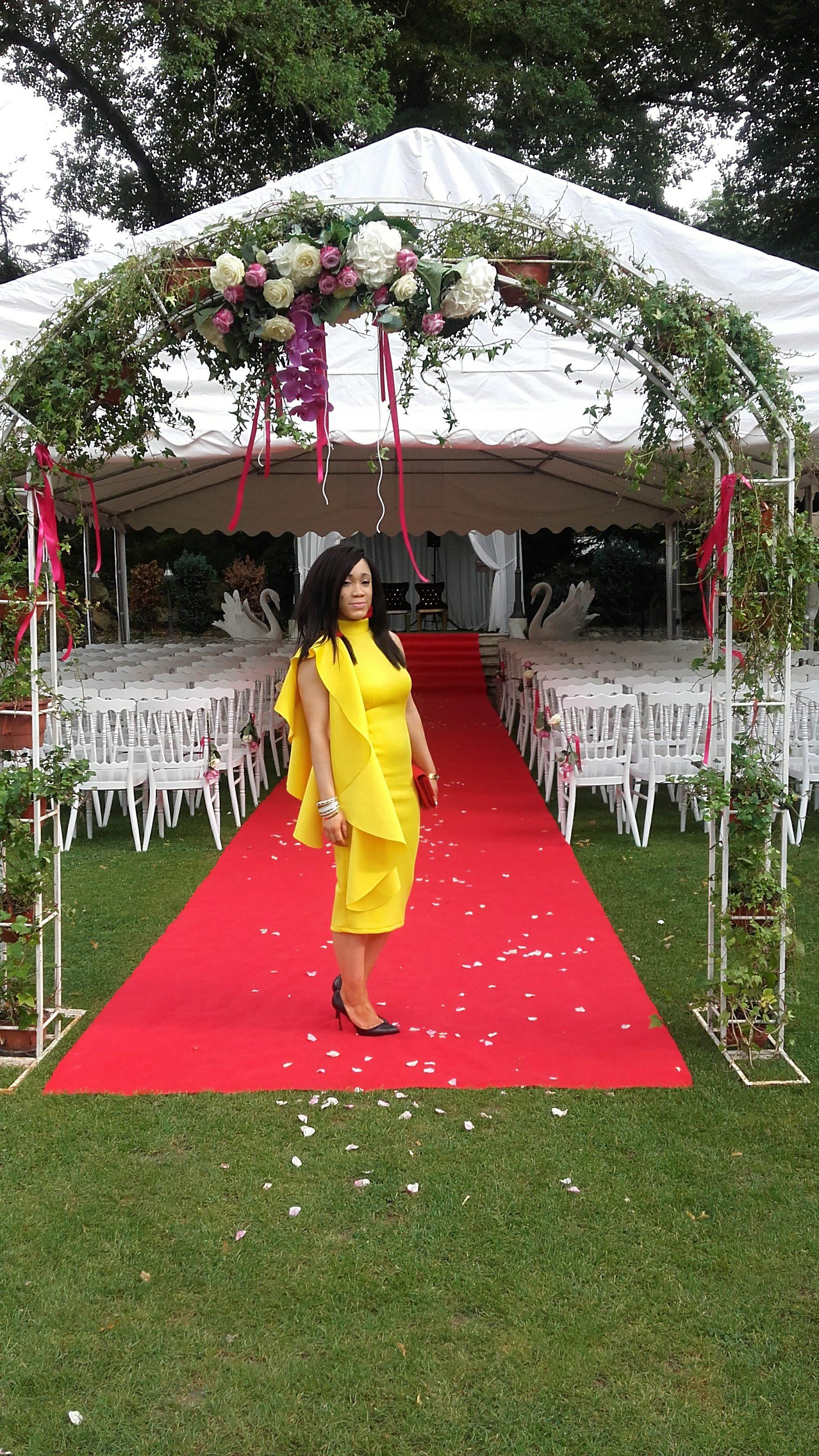look wedding guest robe volant cascade