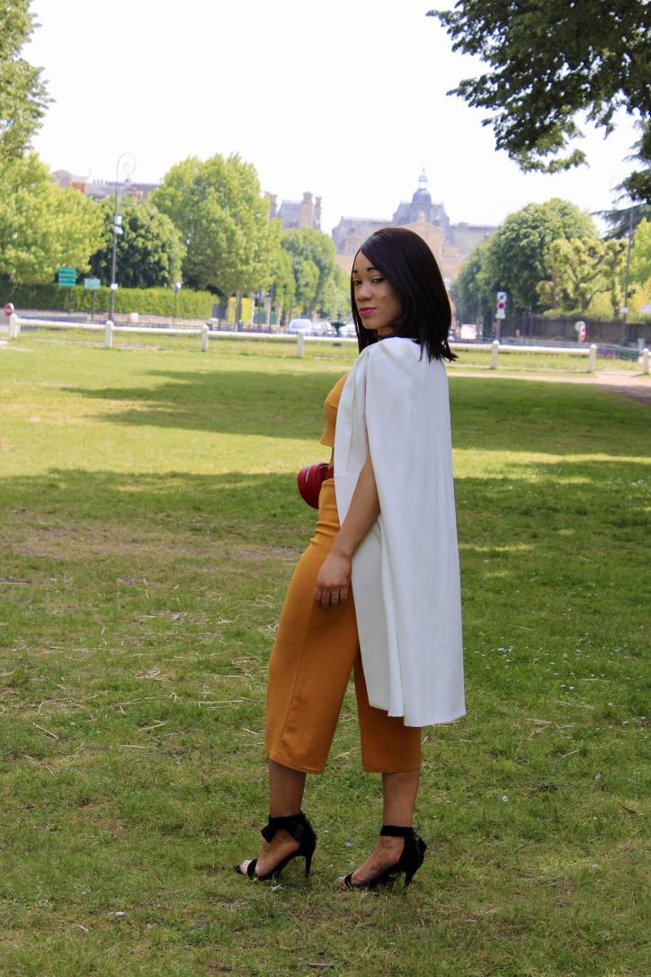 look veste cape blanche