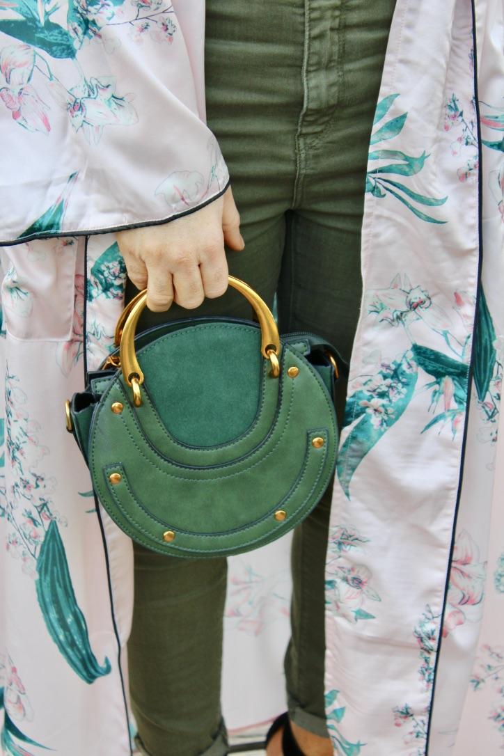 details looks kimono satin sac à main anse dorée
