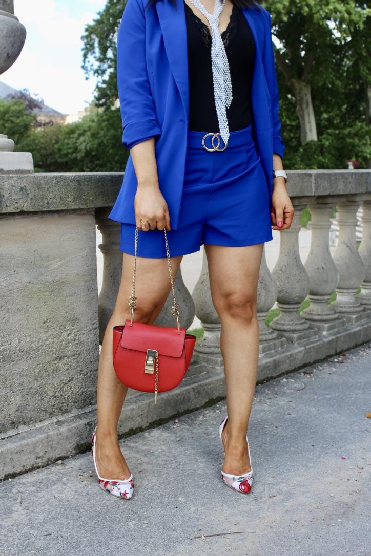 look tailleur short détails accessoires
