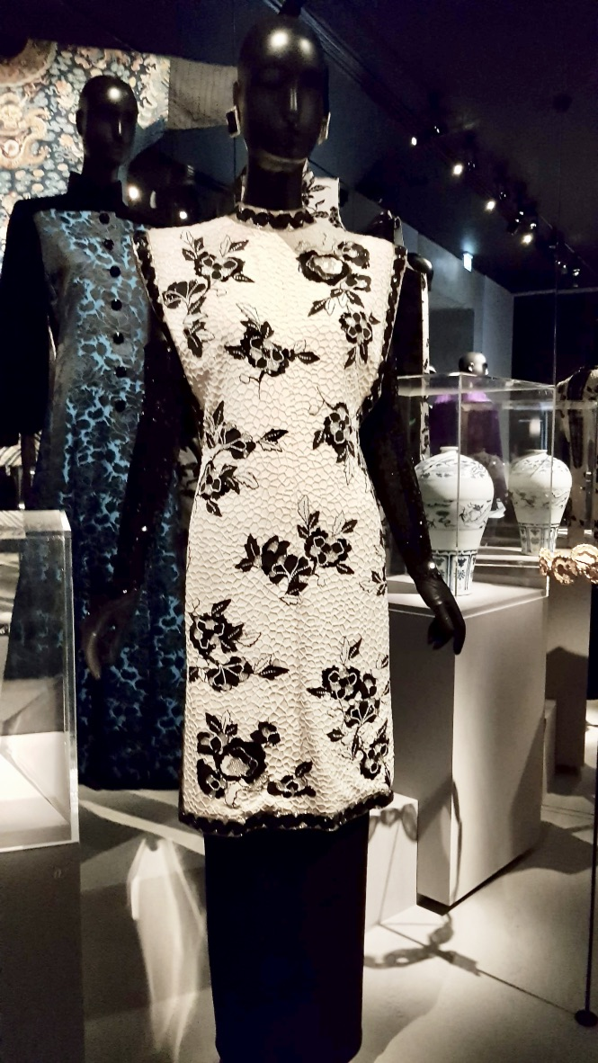 robe blanche musée yves saint laurent