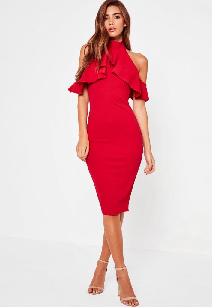 robe-courte-rouge-épaules-denudées