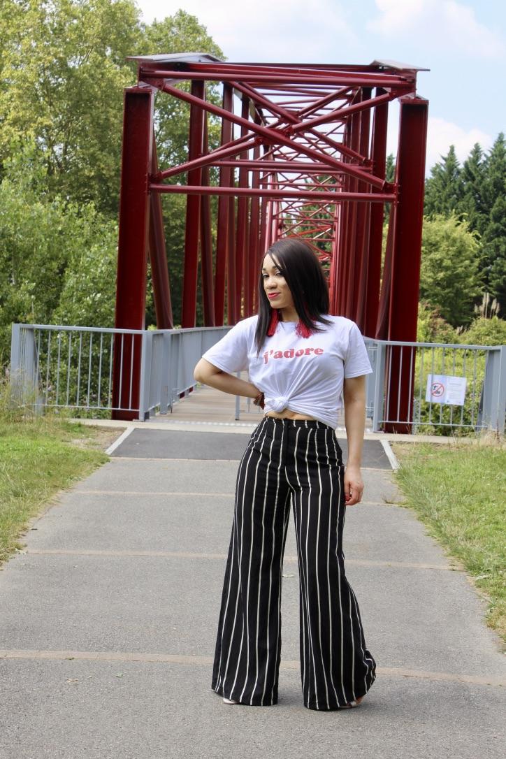 t-shirt boohoo et pantalon large à rayures