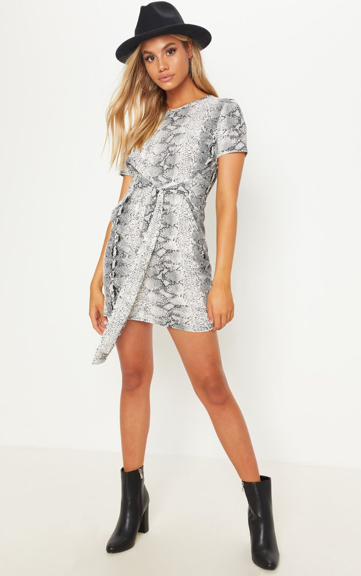 look robe t-shirt imprimé serpent